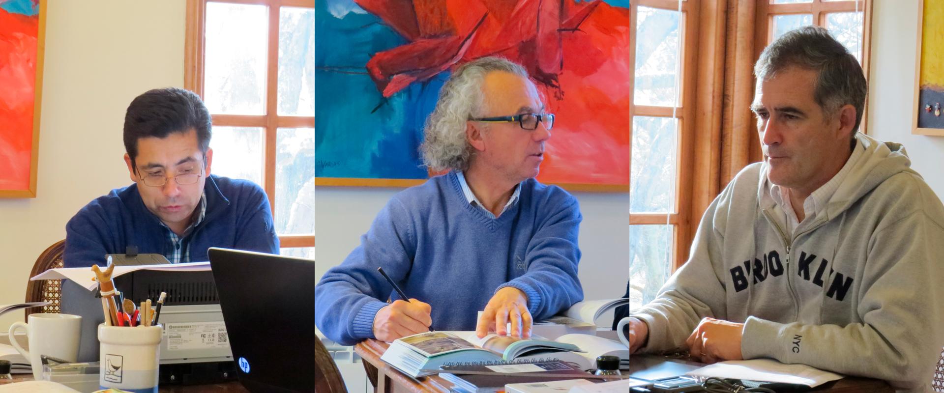 """Enrique Couve, Claudio F. Vidal & Jorge Ruiz T., autores de """"Aves de Chile, Sus Islas Oceánicas y Península Antártica"""" (FS Editorial, 2016)"""